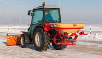 The Vicon pendulum spreader is ideal for sand and salt spreading